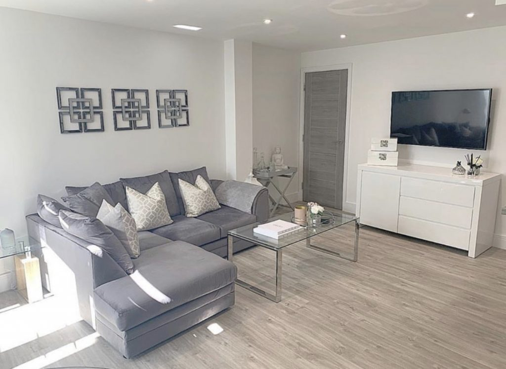 An example of a living room that uses storage effectively for the space